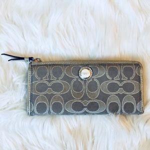 ❗️Coach New York Silver Zip Wallet EUC MSRP $225!
